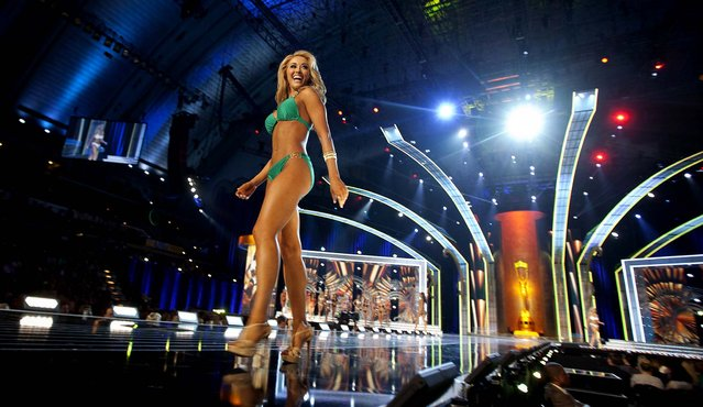 Miss Tennessee Shelby Thompson competes in the bathing suit competition during the preliminary round of the Miss America pageant on September 10, 2013. (Photo by Carlo Allegri/Reuters)