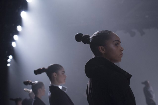 Models listen to instructions during rehearsals for the Tracy Reese Fall/Winter 2015 collection presentation during New York Fashion Week February 15, 2015. (Photo by Andrew Kelly/Reuters)