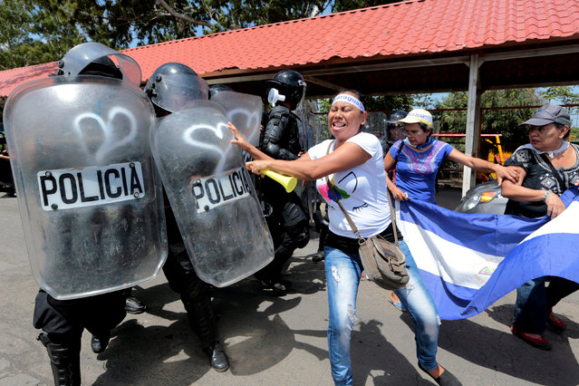 A demonstrator clashes with riot police during a protest against Nicaraguan President Daniel Ortega's government in Managua, Nicaragua September 23, 2018. (Photo by Oswaldo Rivas/Reuters)