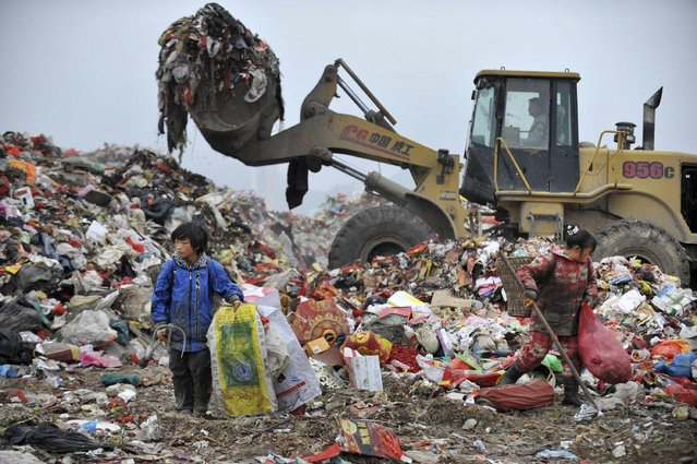 Children sort garbage at a dump site in Guiyang, Guizhou province, February 21, 2015. (Photo by Reuters/Stringer)