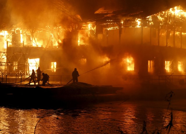 Firefighters work to extinguish a fire at a floating restaurant in Kiev, Ukraine November 25, 2015. (Photo by Reuters/Stringer)