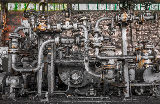 In the works of a photographer named Dave – who goes by Freaktography and never gives out his full name – haunting abandonment leaps from images of discarded machinery, tools and factory essentials. (Photo by Freaktography/Caters News Agency)