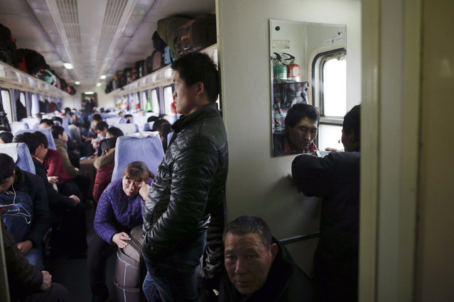 Passengers travel on a train from Shanghai to Shijiazhuang after migration for the annual Chinese Lunar New Year and Spring Festival began. Picture taken January 27, 2016. (Photo by Aly Song/Reuters)