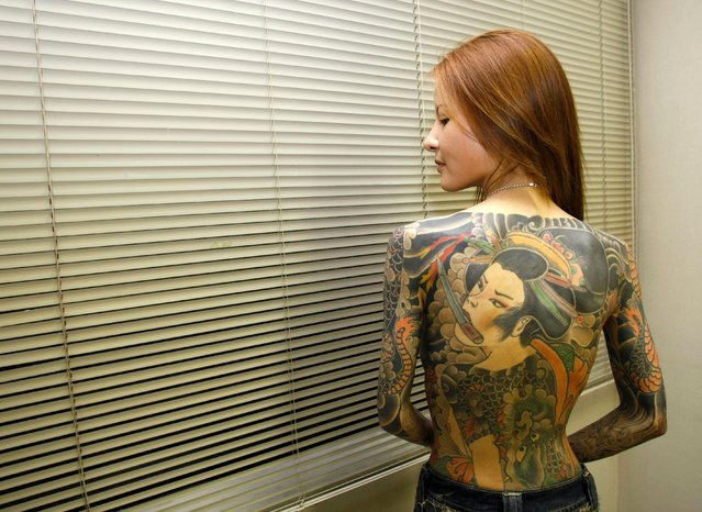 """Shoko Tendo poses after an interview with Reuters in Tokyo August 28, 2007. Tendo, 39, the author of """"Yakuza Moon"""", a best-selling memoir just out in English, says that police efforts to eradicate the gansters have merely made them harder to track. (Photo by Kim Kyung-Hoon/Reuters)"""