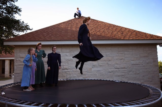 Teresa Jeffs, a daughter of Fundamentalist Church of Jesus Christ of Latter-Day Saints leader Warren Jeffs, shows off her twist to siblings outside their home in New Braunfels, Texas, July 12, 2008. (Photo by Stephanie Sinclair/VII Photo Agency)
