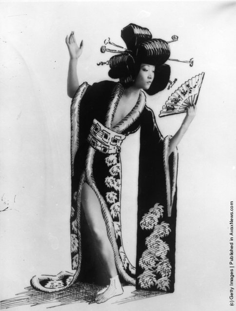1928: American-Chinese film actress Anna May Wong wearing Oriental garb and hairstyle