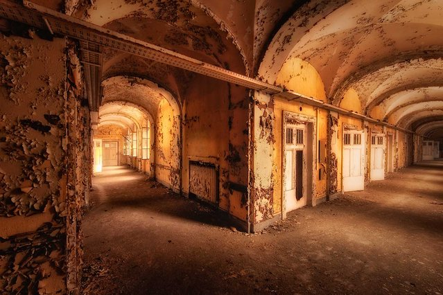 A former hospital in Germany, with hallways full of peeled paint. (Photo by Vincent Jansen)