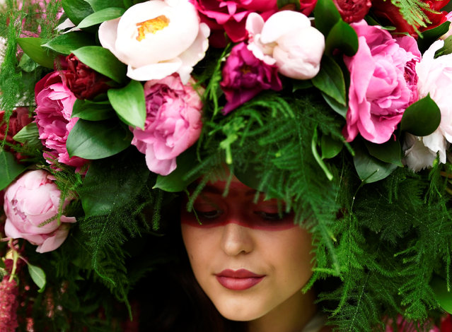 A model wears a floral headdress at the Royal Horticultural Society's Chelsea Flower show in London, Britain, May 22, 2017. (Photo by Dylan Martinez/Reuters)