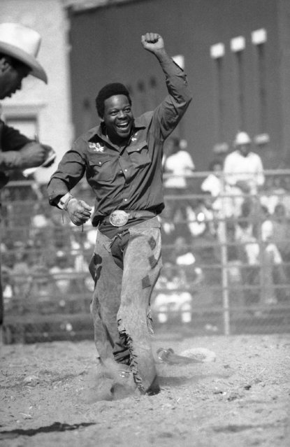 Cowboy A.J. Baily shows his contentment after a successful completion of his bareback ride during the Black Cowboys Association benefit rodeo for the United Negro College fund and other charities in New York's Harlem  Saturday, September 9, 1984. (Photo by Todd James/AP Photo)