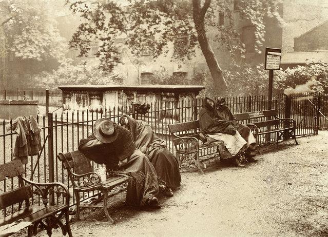 Homeless women sleeping in Spitalfields Garden, London, 1902. (Photo by Jack London/Courtesy of Contrasto)