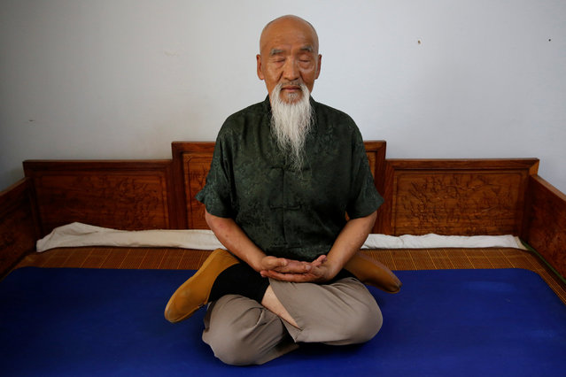 Kung Fu master Li Liangui meditates for the camera at his apartment in Beijing, China, July 2, 2016. (Photo by Kim Kyung-Hoon/Reuters)