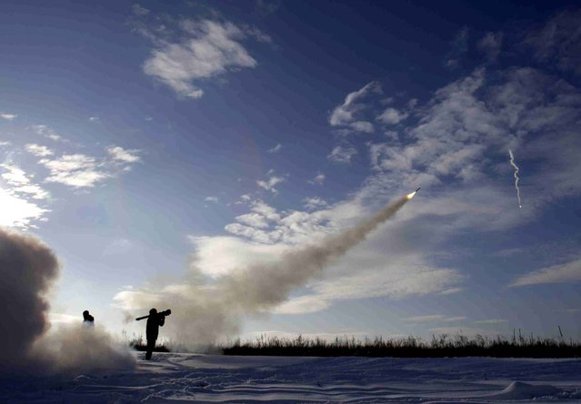 Ukrainian soldiers fire missiles with man-portable air-defense systems during exercices near the city of Shchastya, north of Lugansk, on December 1, 2014. At least three Ukrainian soldiers have been killed and 14 injured in the past 24 hours as fighting intensifies for control of Donetsk airport, a military spokesman said on December 1, 2014. (Photo by Anatolii Stepanov/AFP Photo)