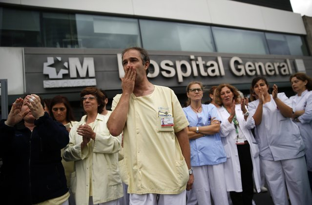 Health workers attend a protest outside La Paz Hospital, calling for Spain's Health Minister Ana Mato to resign after a Spanish nurse contracted Ebola, in Madrid, in this October 7, 2014 file photo. (Photo by Andrea Comas/Reuters)