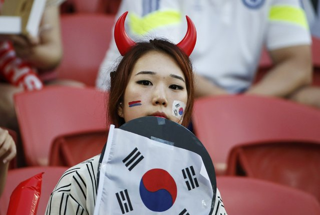 A South Korea fan waits for the start of their Asian Cup Group A soccer match against Australia at the Brisbane Stadium in Brisbane January 17, 2015. (Photo by Edgar Su/Reuters)