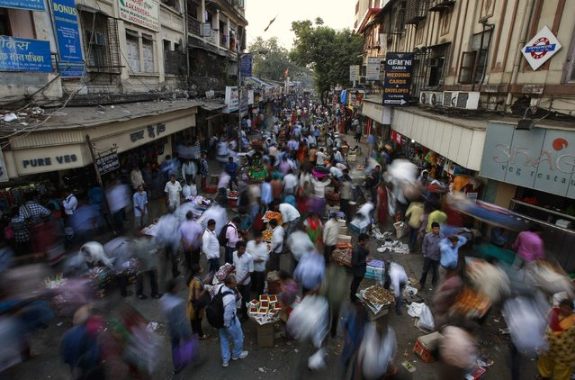 People crowd at a market next to railway station in central Mumbai January 16, 2015. The Reserve Bank of India surprised markets with a 25 basis point reduction in interest rates on Thursday and signaled it could cut further, amid signs of cooling inflation and what it said was a government commitment to contain the fiscal deficit. (Photo by Danish Siddiqui/Reuters)