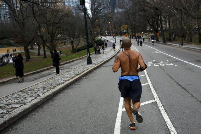 A man jogs during a warm day in Central Park, New York December 25, 2015. (Photo by Eduardo Munoz/Reuters)