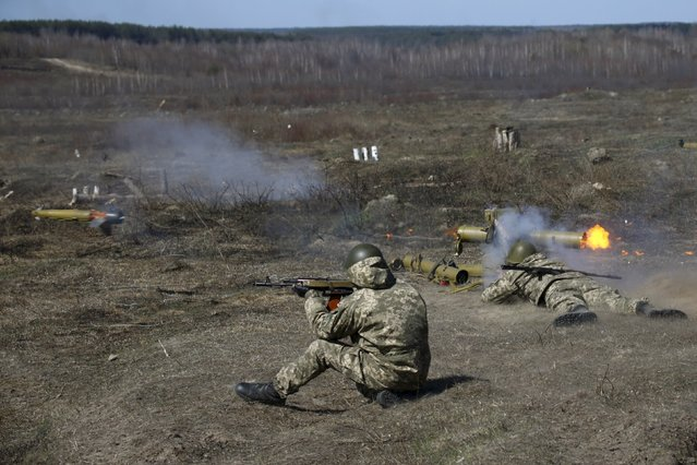 A newly mobilized Ukrainian paratrooper fires an anti-tank grenade launcher during a military drill near Zhytomyr April 9, 2015. (Photo by Valentyn Ogirenko/Reuters)