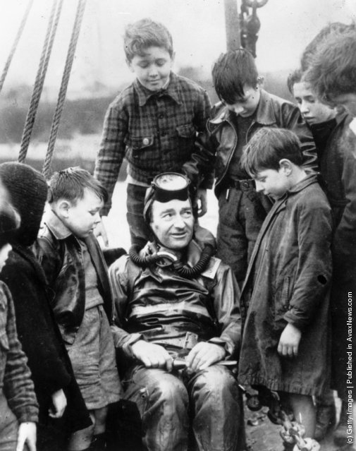 1950: Naval expert and frogman, Lionel 'Buster' Crabb, relating some of his experiences to an attentive audience of schoolchildren in Tobermory