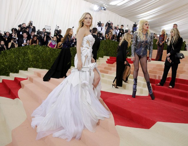 """Actress Kate Hudson (L) and singer-songwriter Lady Gaga arrive at the Metropolitan Museum of Art Costume Institute Gala (Met Gala) to celebrate the opening of """"Manus x Machina: Fashion in an Age of Technology"""" in the Manhattan borough of New York, May 2, 2016. (Photo by Eduardo Munoz/Reuters)"""