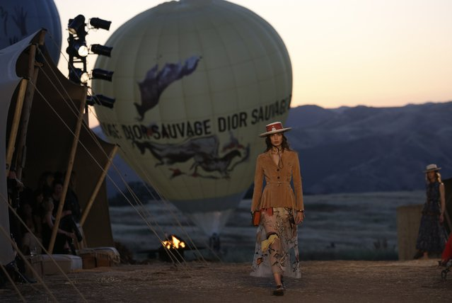 A hot air balloon is seen during the Christian Dior Cruise 2018 Runway Show at the Upper Las Virgenes Canyon Open Space Preserve on May 11, 2017 in Santa Monica, California. (Photo by Mario Anzuoni/Reuters)