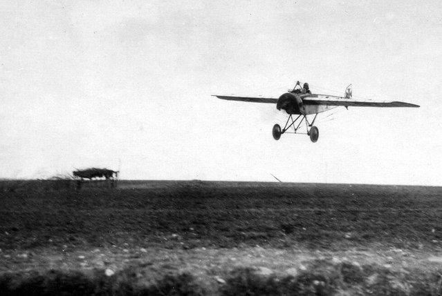 A German Pfalz E.I prepares to land, April 1916. (Photo by Brett Butterworth via The Atlantic)