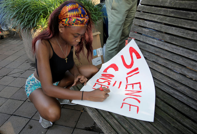A demonstrator with Black Lives Matter makes a sign before a protest at the Department of Justice in Washington, U.S., July 8, 2016. (Photo by Joshua Roberts/Reuters)