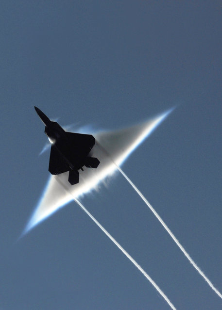 A U.S. Air Force F-22 Raptor executes a supersonic flyby in the Gulf of Alaska, June 22, 2009. (Photo by Ronald Dejarnett/Reuters/U.S. Navy)