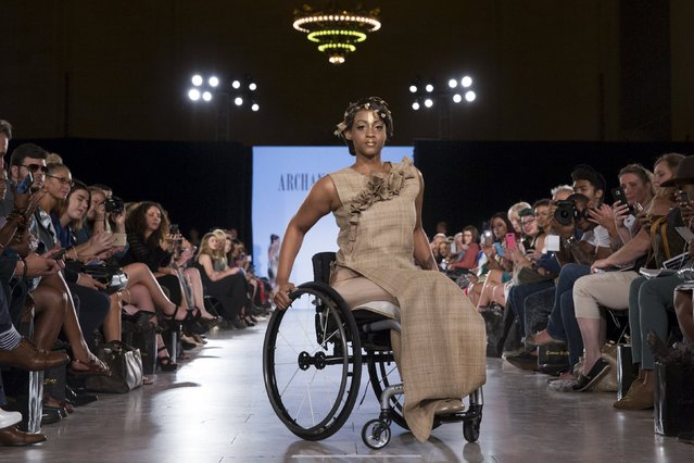 Paralytic model Leslie Irby presents a creation from Archana Kochhar during the FTL Moda presentation of the Spring/Summer 2016 collection during New York Fashion Week in Vanderbilt Hall at Grand Central Station, New York, September 13, 2015. (Photo by Andrew Kelly/Reuters)