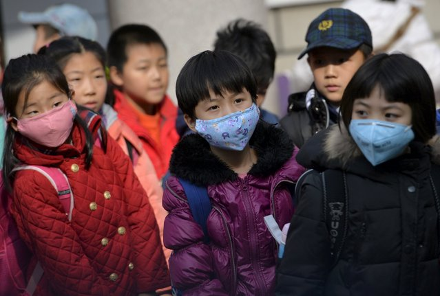 School children wearing masks leave school early at noon due to heavy air pollution, at a primary school in Shenyang, Liaoning province, November 13, 2015. (Photo by Reuters/Stringer)