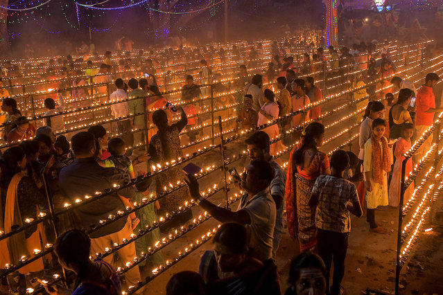 Hindu devotees light oil lamps during Lakshadeepotsava, the festival of a hundred thousand lamps, during the Shivarathri festival at the Basavanna Temple on the outskirts of Bangalore on March 11, 2021. (Photo by Manjunath Kiran/AFP Photo)