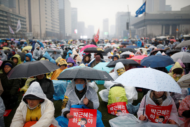 People attend a protest calling for Park Geun-hye to step down as it snows in Central Seoul, South Korea, November 26, 2016. (Photo by Kim Kyung-Hoon/Reuters)