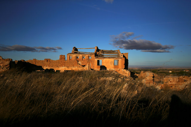 Ruins of a building are seen in the old village of Belchite, in northern Spain, November 13, 2016. (Photo by Andrea Comas/Reuters)
