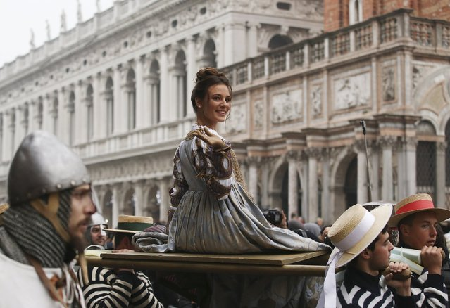 """The traditional """"Marie"""", women wearing historical costumes, are carried during the """"Festa delle Marie"""" procession in San Marco Square during the Venice Carnival January 30, 2016. (Photo by Alessandro Bianchi/Reuters)"""