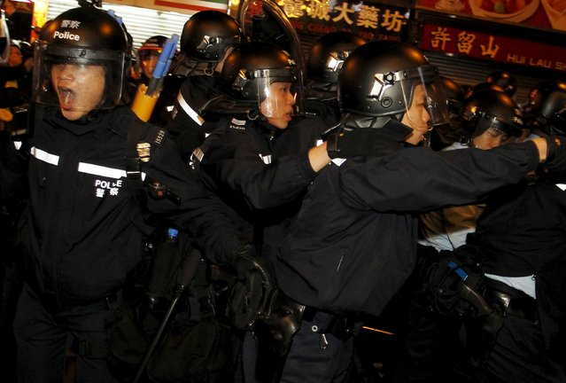 Riot police react as they charge protesters supporting illegal hawkers at Hong Kong's Mongkok shopping district, China early February 9, 2016. (Photo by Liau Chung-ren/Reuters)