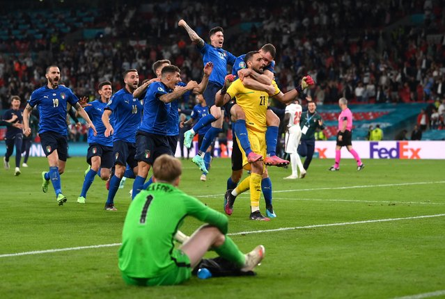Italy's goalkeeper Gianluigi Donnarumma (R) celebrates after winning the UEFA EURO 2020 final football match between Italy and England at the Wembley Stadium in London on July 11, 2021. (Photo by Laurence Griffiths/Reuters)