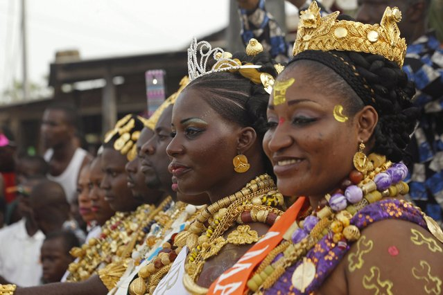 Miss Traditional Awoulaba Avle Marie-Rachel (2nd R) attends the parade during the Popo (Mask) Carnival of Bonoua, in the east of Abidjan, April 18, 2015. (Photo by Luc Gnago/Reuters)