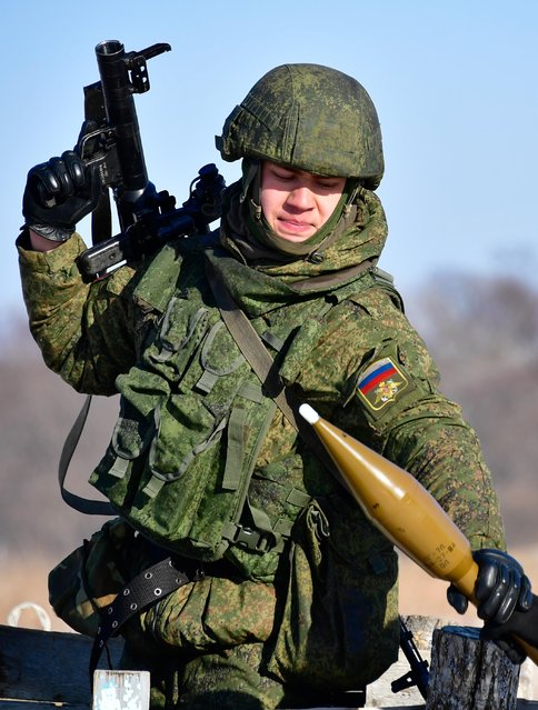A marine with an RPG-7, a portable rocket- propelled grenade launcher, during military exercises conducted by the Russian Pacific Fleet' s naval infantry unit at the Bamburovo firing rangerange on February 2, 2017. (Photo by Yuri Smityuk/TASS)