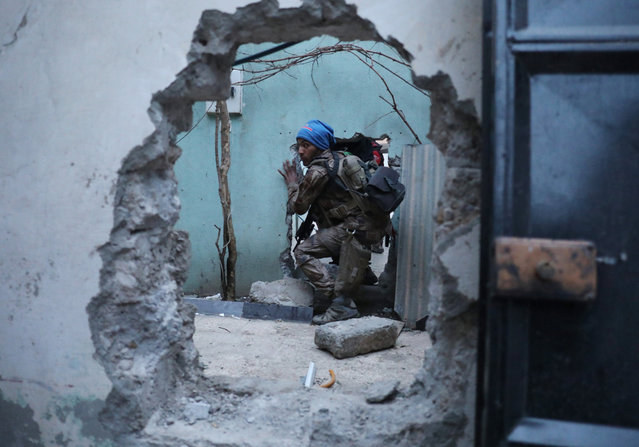 An Iraqi Special Forces soldier moves through a hole as he searches for Islamic State fighters in Mosul, Iraq February 27, 2017. (Photo by Goran Tomasevic/Reuters)