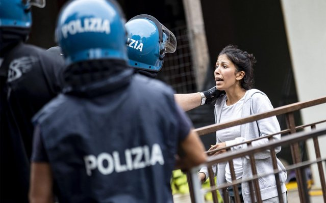 Police officers talk with occupants in the former occupied school in Via Cardinal Domenico Capranica in Primavalle Neighborhood, Rome, Italy on July 15, 2019. Police evicting squatters from a former school on the outskirts of Rome were showered with objects from the windows. (Photo by Massimo Percossi/EPA/EFE/Rex Features/Shutterstock)