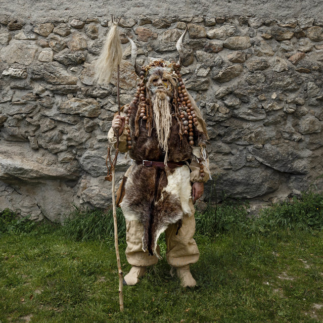 "In this April 1, 2017 picture a man dressed as a ""Harramacho"" a traditional character from the Navalacruz carnival poses for a picture before a traditional Spanish mask gathering in the small village of Casavieja, Spain. (Photo by Daniel Ochoa de Olza/AP Photo)"