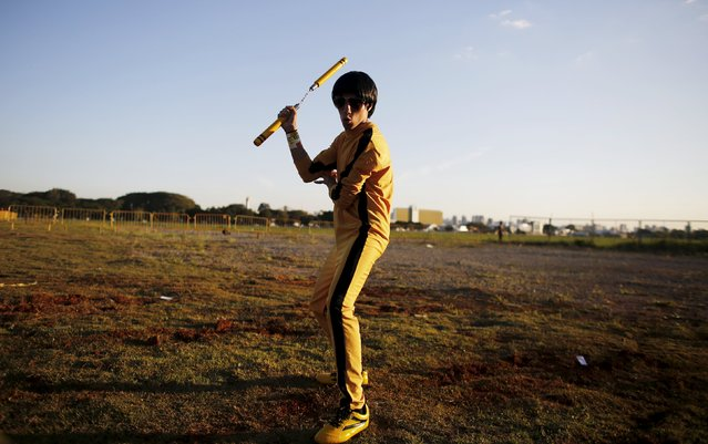 """A cosplay enthusiast poses as Bruce Lee during the """"Anime Friends"""" annual event in Sao Paulo July 19, 2015. (Photo by Nacho Doce/Reuters)"""