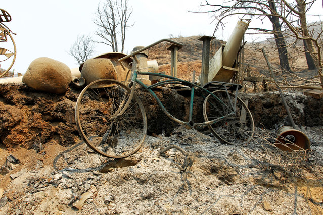 A bicycle sits among the debris at a destroyed home after the Soberanes Fire burned through the Palo Colorado area, north of Big Sur, California, July 31, 2016. (Photo by Michael Fiala/Reuters)