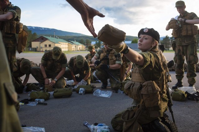 A female army recruit attends a base training with male recruits at the armored battalion in Setermoen, northern Norway on August 11, 2016. (Photo by Kyrre Lien/AFP Photo)