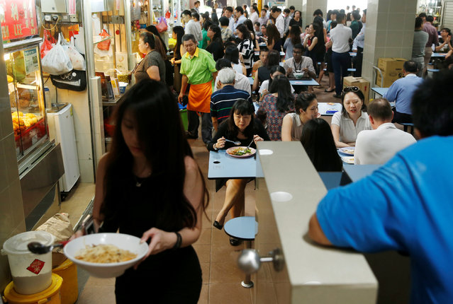 People queue for food at Amoy food centre in Singapore August 1, 2016. (Photo by Edgar Su/Reuters)