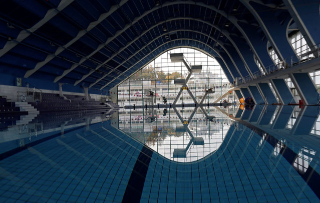 An empty swimming pool is seen closed for public, as the Czech government shut sports facilities including pools and fitness clubs for two weeks to slow down the spread of the coronavirus disease (COVID-19), in Prague, Czech Republic, October 12, 2020. (Photo by David W. Cerny/Reuters)