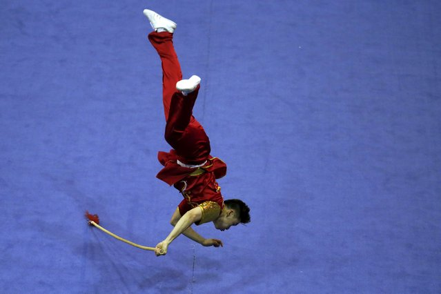 Canada's Leslie Kwan competes in the men's qiangshu final during the 13th World Wushu Championship 2015 at Istora Senayan stadium in Jakarta, November 17, 2015. (Photo by Reuters/Beawiharta)