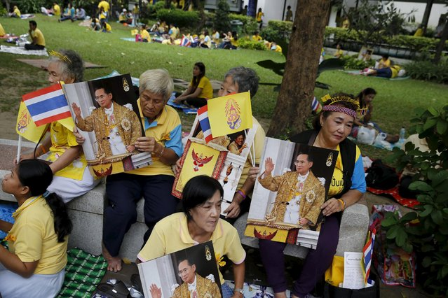 Supporters of Thai King Bhumibol Adulyadej sit outside Siriraj hospital, where a group has gathered to mark his 88th birthday, in Bangkok December 5, 2015. (Photo by Jorge Silva/Reuters)
