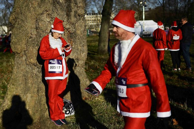 Some two thousand runners dressed as Santa Claus made their way through Clapham Common during The London Santa Dash, to raise money for Great Ormond Street Hospital, in London, Britain December 4, 2016. (Photo by Dylan Martinez/Reuters)