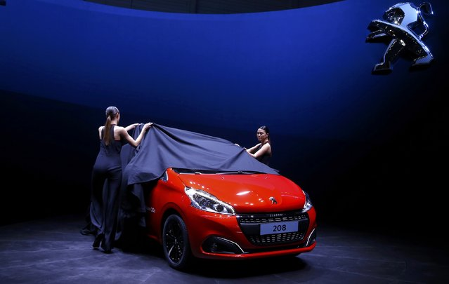 A Peugeot 208 is unveiled during the first press day ahead of the 85th International Motor Show in Geneva March 3, 2015.  REUTERS/Arnd Wiegmann