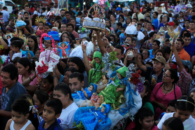 Catholic faithfuls hold figurines of baby Jesus during a religious procession on Holy Innocents Day in Antiguo Cuscatlan, El Salvador, December 28, 2016. (Photo by Jose Cabezas/Reuters)